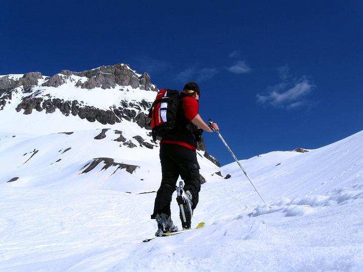 Foto: Andreas Koller / Ski Tour / Hoch über dem Gemmipass aufs Steghorn (3146m) / 16.04.2009 03:00:02