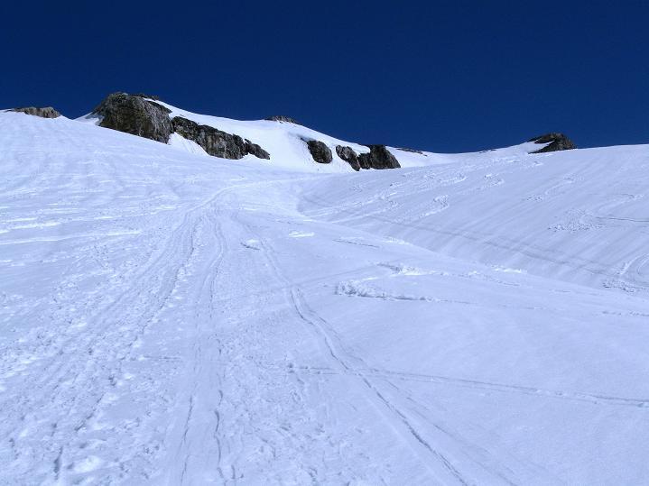 Foto: Andreas Koller / Ski Tour / Hoch über dem Gemmipass aufs Steghorn (3146m) / 16.04.2009 02:59:54