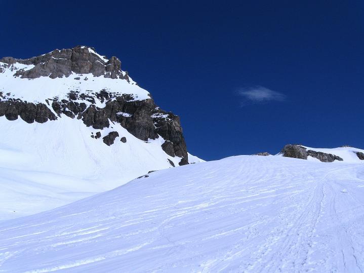 Foto: Andreas Koller / Ski Tour / Hoch über dem Gemmipass aufs Steghorn (3146m) / 16.04.2009 02:59:48