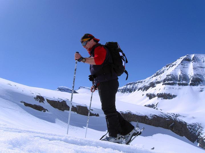 Foto: Andreas Koller / Ski Tour / Hoch über dem Gemmipass aufs Steghorn (3146m) / 16.04.2009 02:59:40