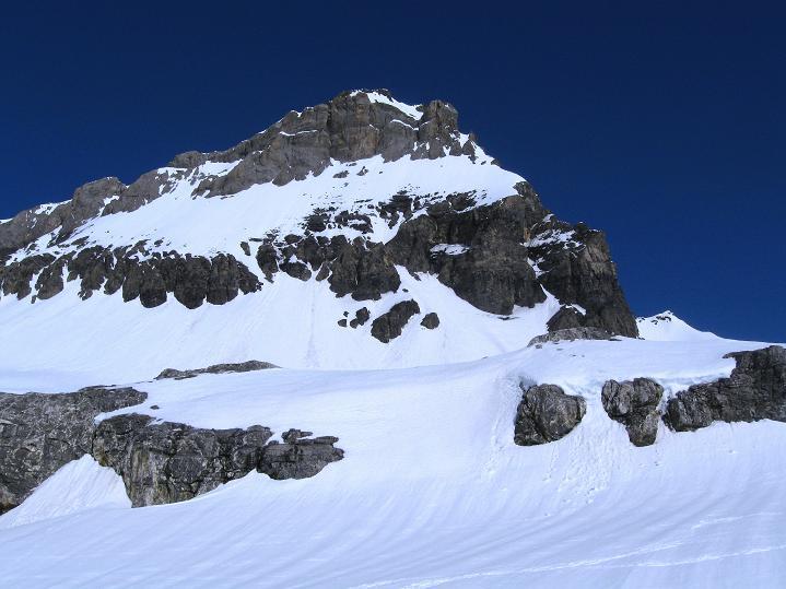 Foto: Andreas Koller / Ski Tour / Hoch über dem Gemmipass aufs Steghorn (3146m) / Großstrubel (3243 m) / 16.04.2009 02:59:32