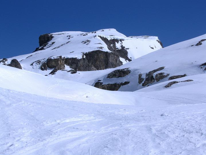 Foto: Andreas Koller / Ski Tour / Hoch über dem Gemmipass aufs Steghorn (3146m) / Noch ist es weit zum Steghorn / 16.04.2009 02:59:10