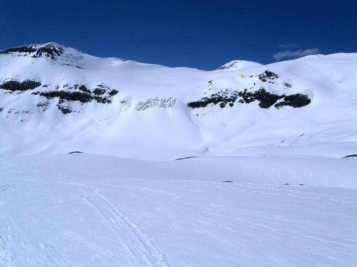Foto: Andreas Koller / Ski Tour / Hoch über dem Gemmipass aufs Steghorn (3146m) / 16.04.2009 02:58:43