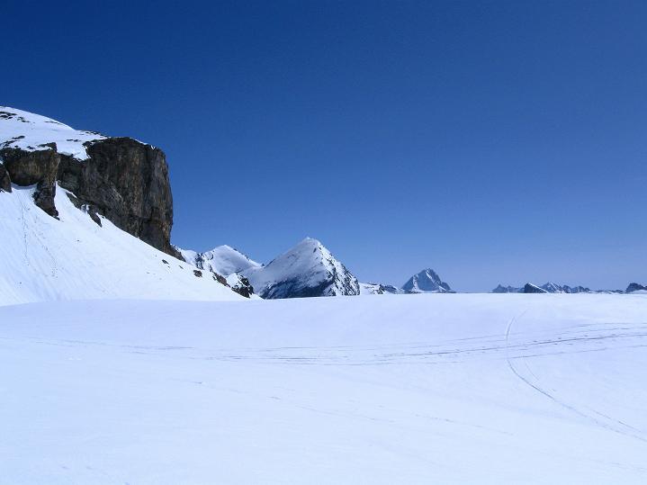 Foto: Andreas Koller / Ski Tour / Hoch über dem Gemmipass aufs Steghorn (3146m) / 16.04.2009 02:58:20