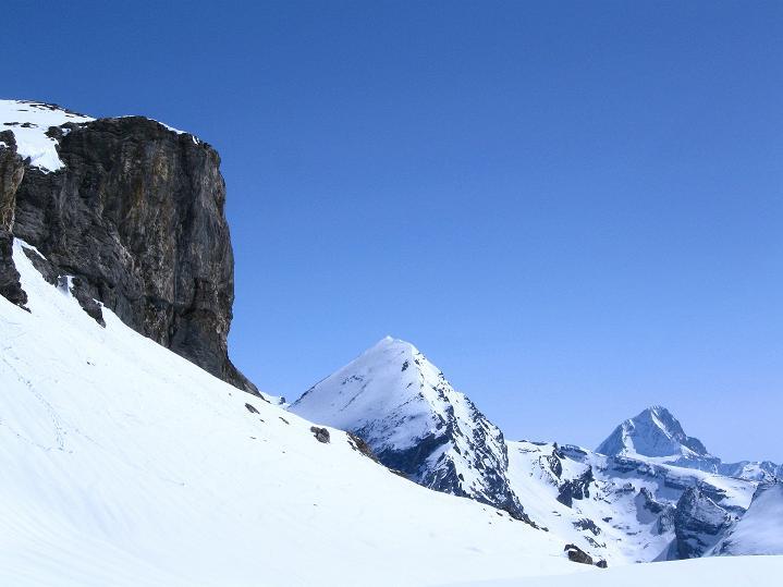 Foto: Andreas Koller / Ski Tour / Hoch über dem Gemmipass aufs Steghorn (3146m) / 16.04.2009 02:57:01