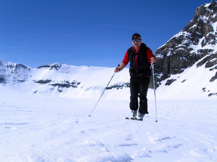 Foto: Andreas Koller / Ski Tour / Hoch über dem Gemmipass aufs Steghorn (3146m) / Am Steghorngletscher / 16.04.2009 02:56:22