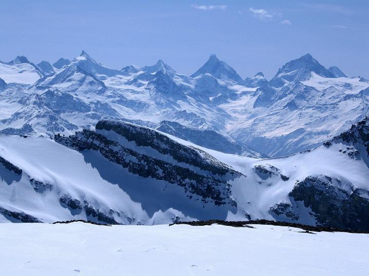 Foto: Andreas Koller / Ski Tour / Hoch über dem Gemmipass aufs Steghorn (3146m) / Walliser 4000er-Parade / 16.04.2009 02:54:55