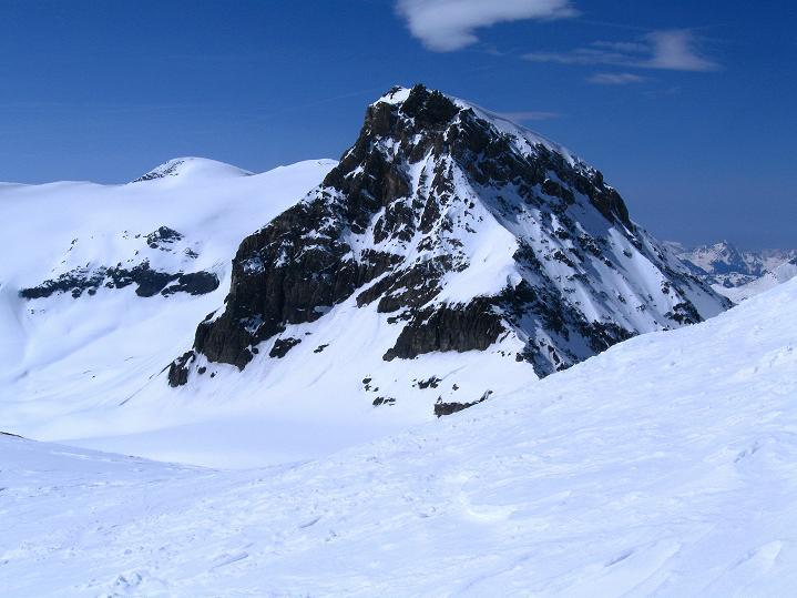Foto: Andreas Koller / Ski Tour / Hoch über dem Gemmipass aufs Steghorn (3146m) / Wildstrubel / Lenkerstrubel (3244 m) und Großstrubel (3243 m) / 16.04.2009 02:53:23