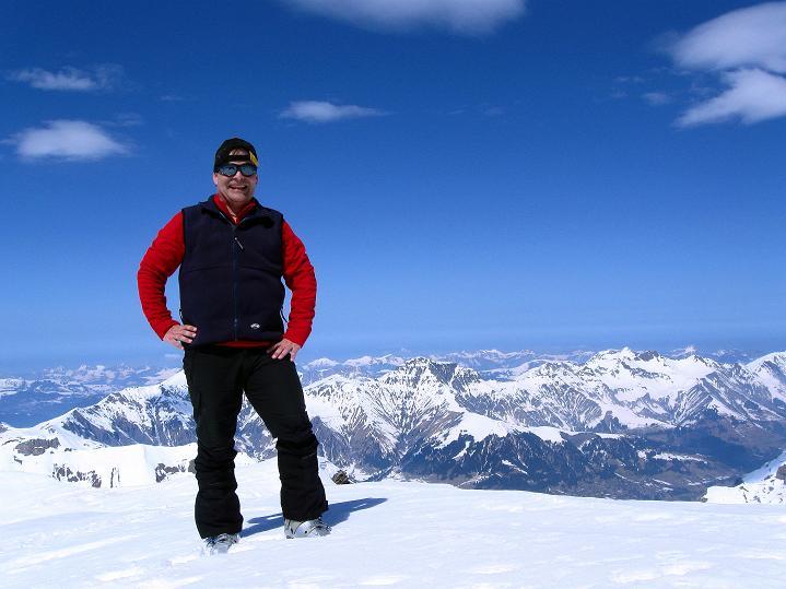 Foto: Andreas Koller / Ski Tour / Hoch über dem Gemmipass aufs Steghorn (3146m) / Am Steghorn-Gipfel / 16.04.2009 02:52:39