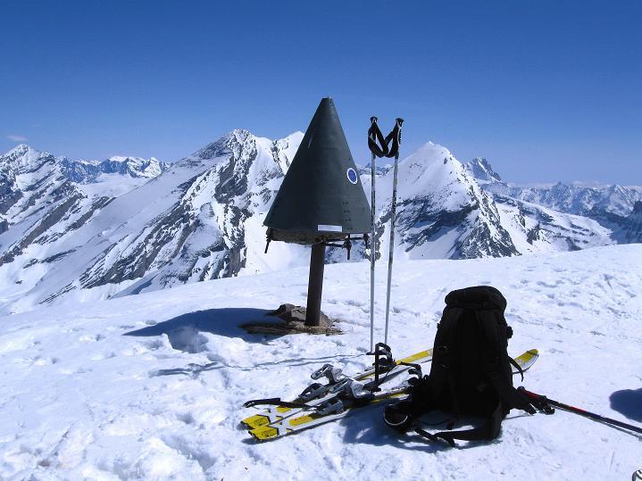 Foto: Andreas Koller / Ski Tour / Hoch über dem Gemmipass aufs Steghorn (3146m) / 16.04.2009 02:52:19