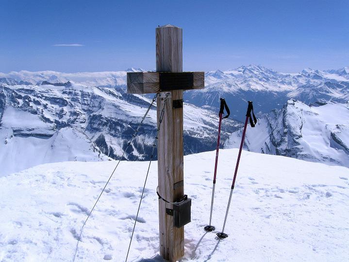 Foto: Andreas Koller / Ski Tour / Hoch über dem Gemmipass aufs Steghorn (3146m) / 16.04.2009 02:52:08
