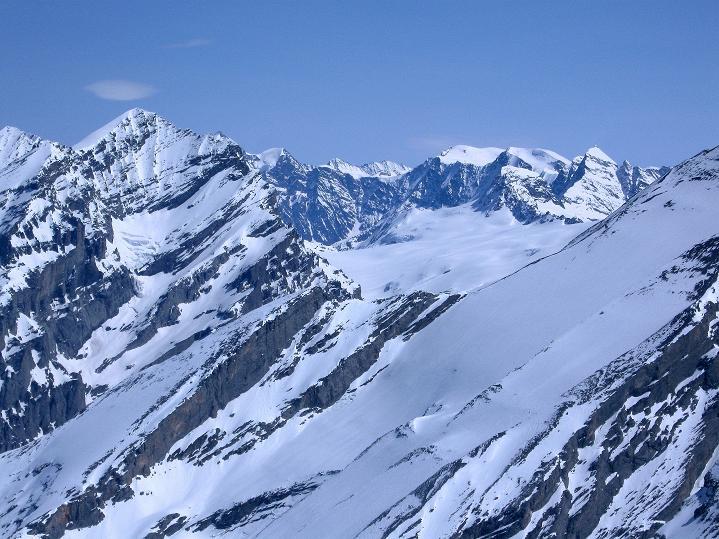 Foto: Andreas Koller / Ski Tour / Hoch über dem Gemmipass aufs Steghorn (3146m) / Blümlislap (3664 m) und Äbeni Flue (3962 m) / 16.04.2009 02:51:19