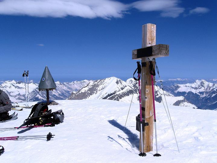 Foto: Andreas Koller / Ski Tour / Hoch über dem Gemmipass aufs Steghorn (3146m) / 16.04.2009 02:50:46