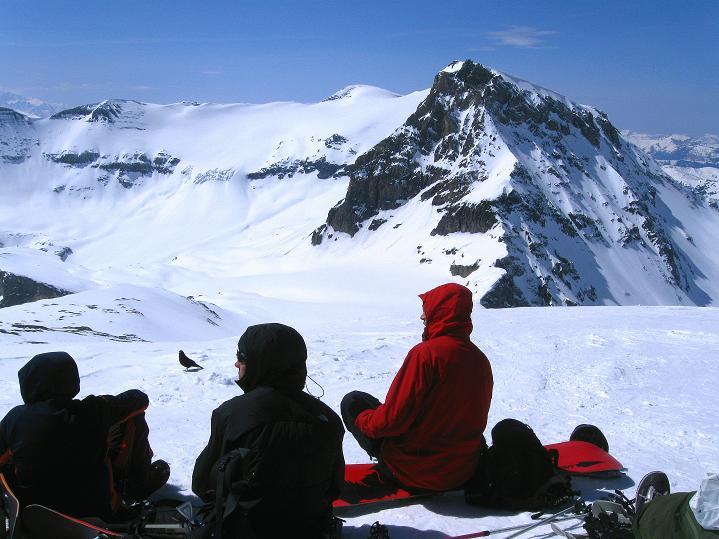 Foto: Andreas Koller / Ski Tour / Hoch über dem Gemmipass aufs Steghorn (3146m) / Wildstrubel / Lenkerstrubel (3244 m) und Großstrubel (3243 m) / 16.04.2009 02:50:32
