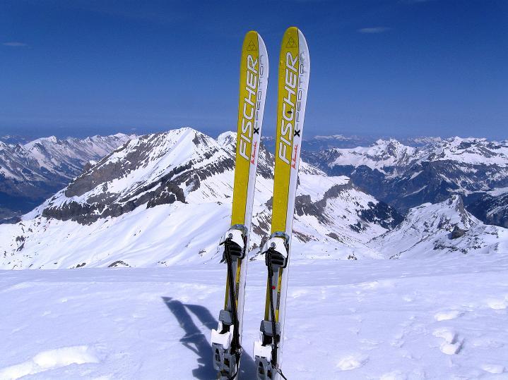 Foto: Andreas Koller / Ski Tour / Hoch über dem Gemmipass aufs Steghorn (3146m) / 16.04.2009 02:48:25
