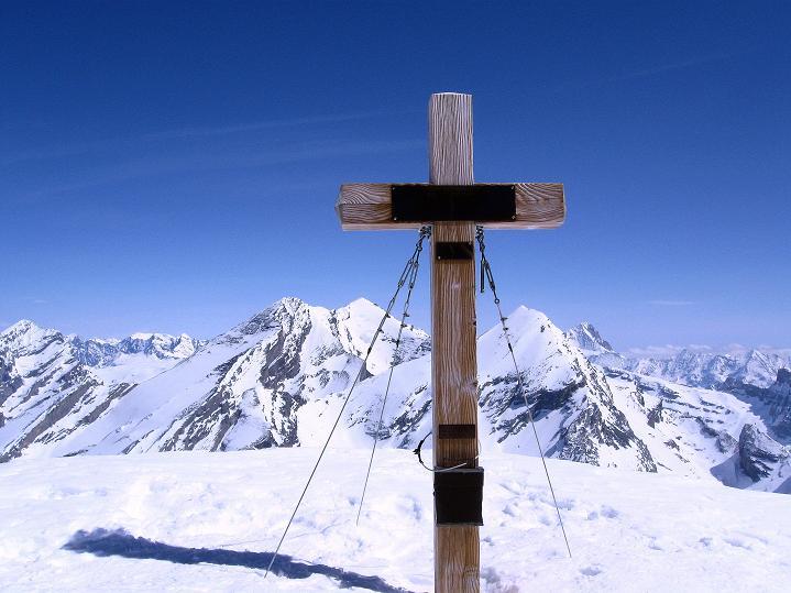 Foto: Andreas Koller / Ski Tour / Hoch über dem Gemmipass aufs Steghorn (3146m) / 16.04.2009 02:46:49