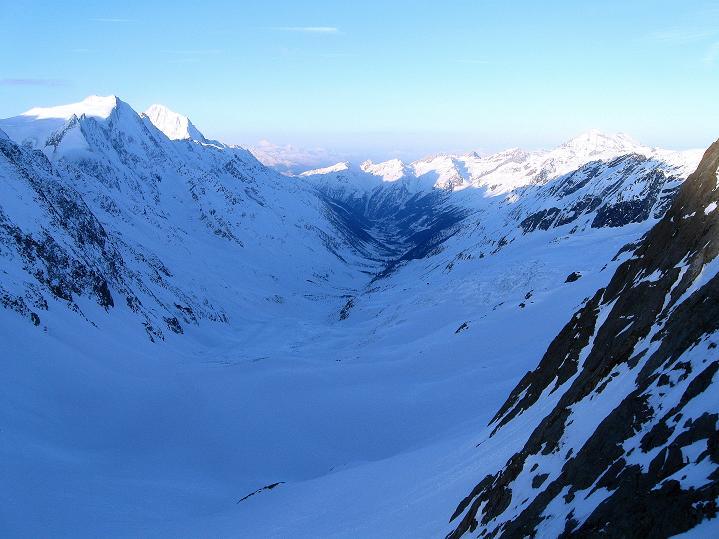 Foto: Andreas Koller / Ski Tour / Berner Alpen Durchquerung 2: Äbeni Flue (3962m) / Lötschental / 17.04.2009 23:03:00