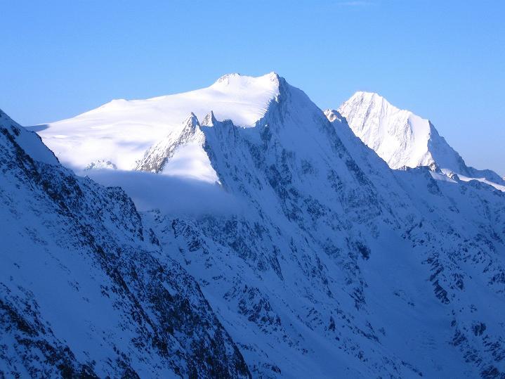Foto: Andreas Koller / Ski Tour / Berner Alpen Durchquerung 2: Äbeni Flue (3962m) / Bietschhorn (3934 m) / 17.04.2009 23:02:50