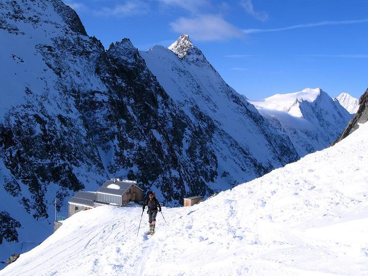 Foto: Andreas Koller / Ski Tour / Berner Alpen Durchquerung 2: Äbeni Flue (3962m) / Start von der Hollandiahütte / 17.04.2009 23:02:34