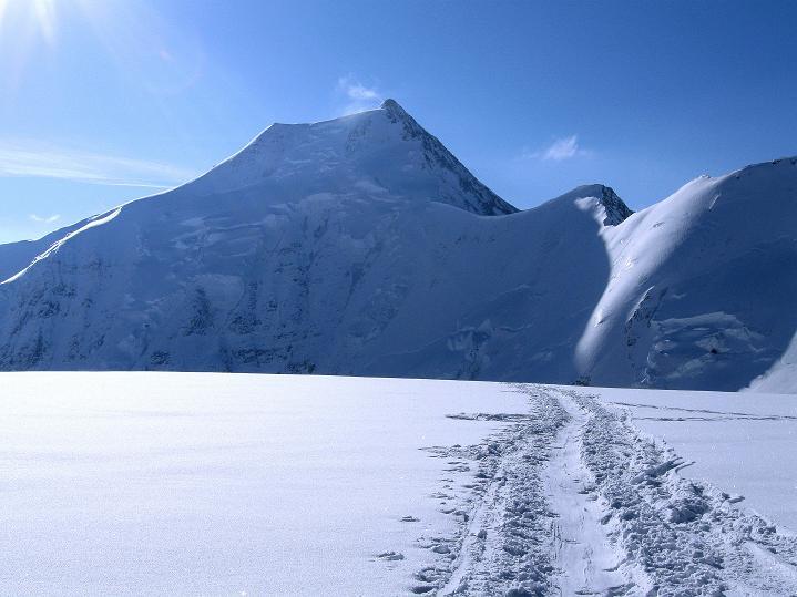 Foto: Andreas Koller / Ski Tour / Berner Alpen Durchquerung 2: Äbeni Flue (3962m) / Aletschhorn (4195 m) / 17.04.2009 23:00:28