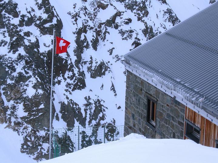 Foto: Andreas Koller / Ski Tour / Berner Alpen Durchquerung 2: Äbeni Flue (3962m) / Zurück bei der Hollandiahütte / 17.04.2009 22:57:25