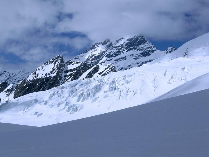 Foto: Andreas Koller / Ski Tour / Berner Alpen Durchquerung 2: Äbeni Flue (3962m) / 17.04.2009 22:56:20