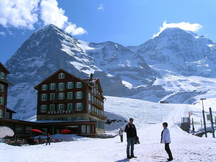 Foto: Andreas Koller / Ski Tour / Berner Alpen Durchquerung 1: Louwihorn (3777m) / 16.04.2009 23:05:04