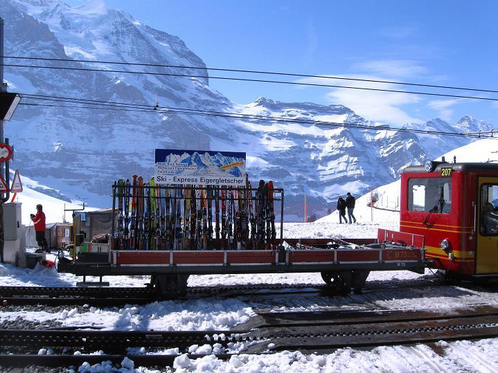 Foto: Andreas Koller / Ski Tour / Berner Alpen Durchquerung 1: Louwihorn (3777m) / 16.04.2009 23:04:51