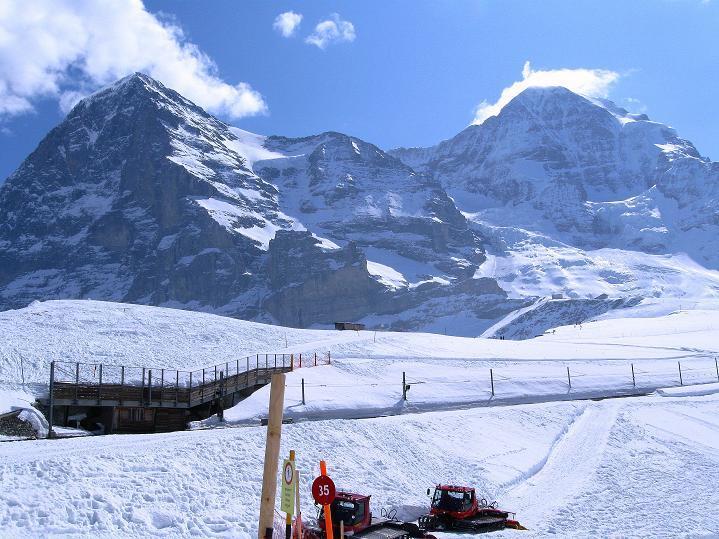 Foto: Andreas Koller / Ski Tour / Berner Alpen Durchquerung 1: Louwihorn (3777m) / 16.04.2009 23:04:06
