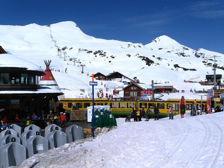 Foto: Andreas Koller / Ski Tour / Berner Alpen Durchquerung 1: Louwihorn (3777m) / 16.04.2009 23:03:15