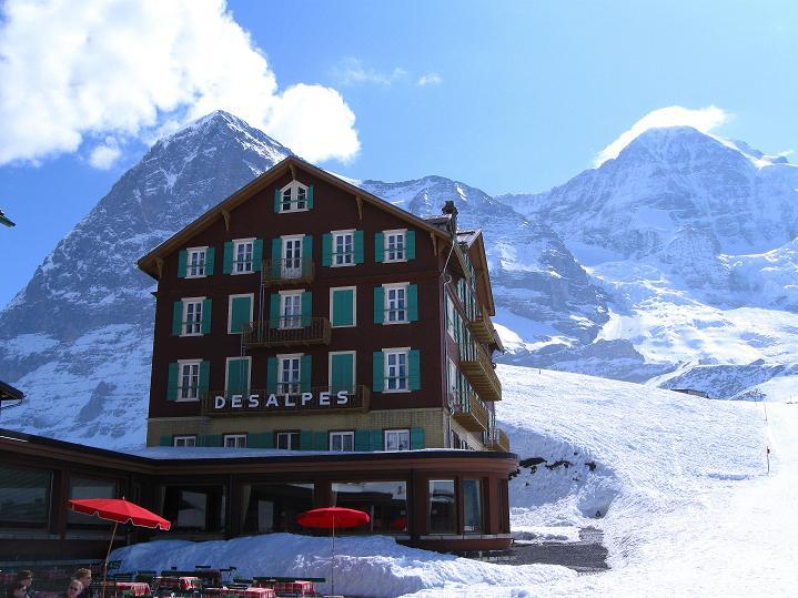 Foto: Andreas Koller / Ski Tour / Berner Alpen Durchquerung 1: Louwihorn (3777m) / 16.04.2009 23:03:09