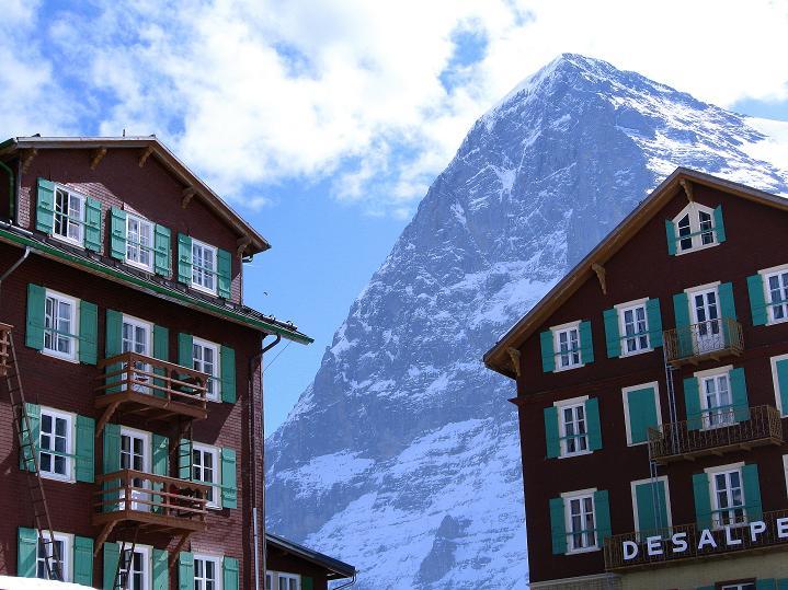 Foto: Andreas Koller / Ski Tour / Berner Alpen Durchquerung 1: Louwihorn (3777m) / 16.04.2009 23:02:45