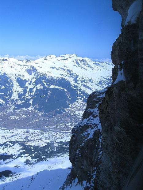 Foto: Andreas Koller / Ski Tour / Berner Alpen Durchquerung 1: Louwihorn (3777m) / Blick aus der Eiger-Nordwand / 16.04.2009 23:02:17