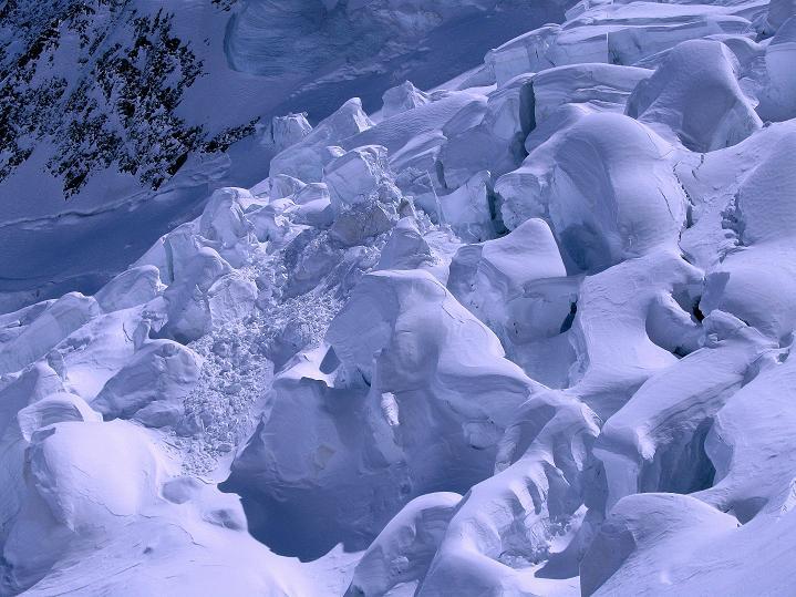 Foto: Andreas Koller / Ski Tour / Berner Alpen Durchquerung 1: Louwihorn (3777m) / Eigergletscher / 16.04.2009 23:01:34