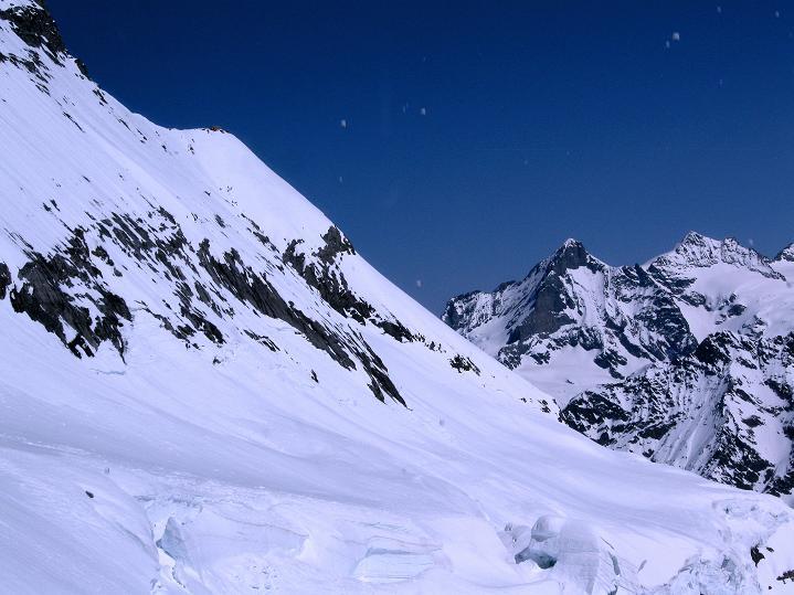 Foto: Andreas Koller / Ski Tour / Berner Alpen Durchquerung 1: Louwihorn (3777m) / 16.04.2009 23:01:18