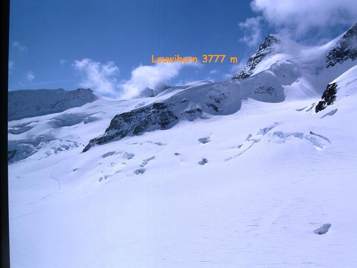 Foto: Andreas Koller / Ski Tour / Berner Alpen Durchquerung 1: Louwihorn (3777m) / 16.04.2009 23:01:10