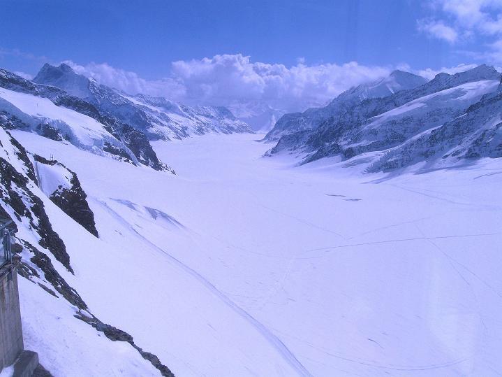 Foto: Andreas Koller / Ski Tour / Berner Alpen Durchquerung 1: Louwihorn (3777m) / Blick auf den Aletschgletscher und den Konkordiaplatz / 16.04.2009 23:01:02