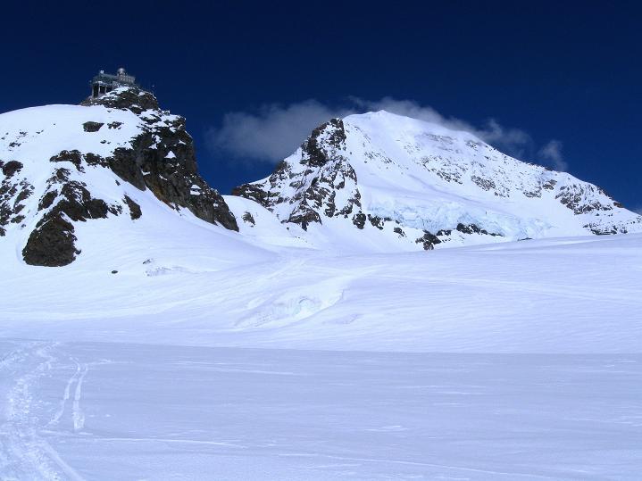 Foto: Andreas Koller / Ski Tour / Berner Alpen Durchquerung 1: Louwihorn (3777m) / Mönch (4107 m) und Jungfraujoch / 16.04.2009 22:59:19