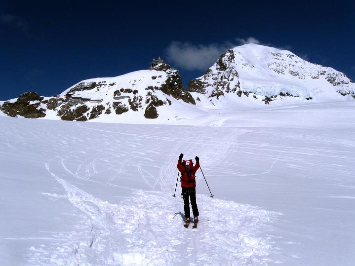 Foto: Andreas Koller / Ski Tour / Berner Alpen Durchquerung 1: Louwihorn (3777m) / 16.04.2009 22:58:31
