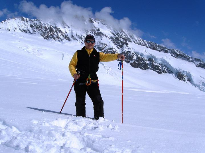 Foto: Andreas Koller / Ski Tour / Berner Alpen Durchquerung 1: Louwihorn (3777m) / 16.04.2009 22:58:22