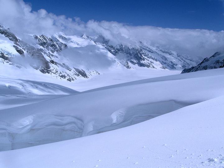 Foto: Andreas Koller / Ski Tour / Berner Alpen Durchquerung 1: Louwihorn (3777m) / 16.04.2009 22:56:22