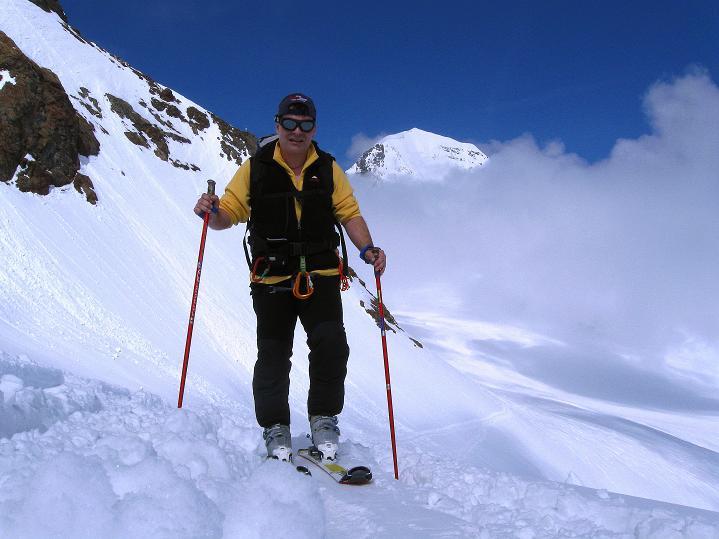 Foto: Andreas Koller / Ski Tour / Berner Alpen Durchquerung 1: Louwihorn (3777m) / 16.04.2009 22:56:06