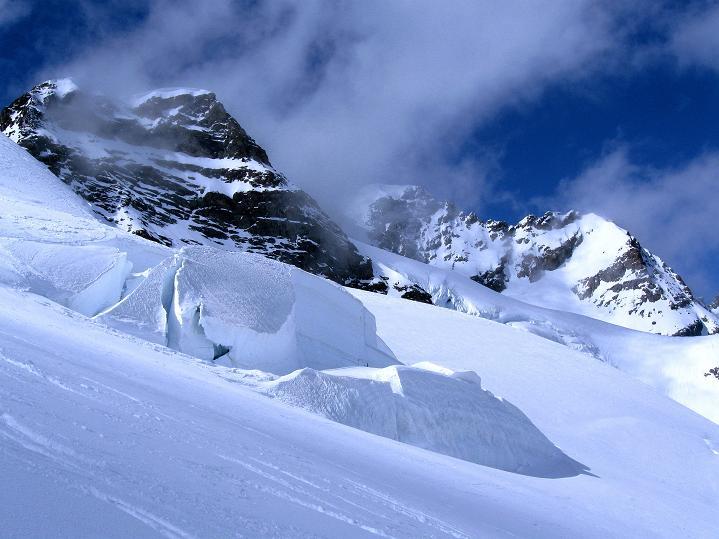 Foto: Andreas Koller / Ski Tour / Berner Alpen Durchquerung 1: Louwihorn (3777m) / Rottalhorn (3972 m) und Jungfrau (4158 m) / 16.04.2009 22:53:24