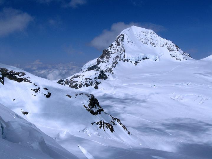 Foto: Andreas Koller / Ski Tour / Berner Alpen Durchquerung 1: Louwihorn (3777m) / Der Mönch (4107 m) / 16.04.2009 22:52:45