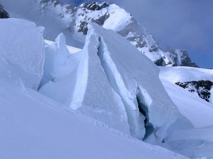 Foto: Andreas Koller / Ski Tour / Berner Alpen Durchquerung 1: Louwihorn (3777m) / Eisbrüche am Jungfraufirn / 16.04.2009 22:52:29