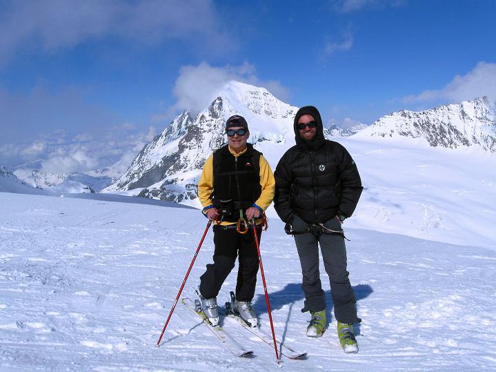 Foto: Andreas Koller / Ski Tour / Berner Alpen Durchquerung 1: Louwihorn (3777m) / 16.04.2009 22:49:34