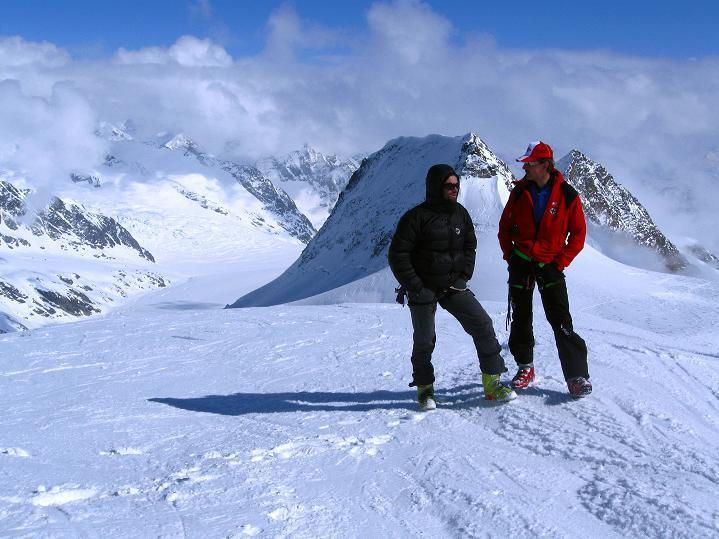 Foto: Andreas Koller / Ski Tour / Berner Alpen Durchquerung 1: Louwihorn (3777m) / 16.04.2009 22:49:18