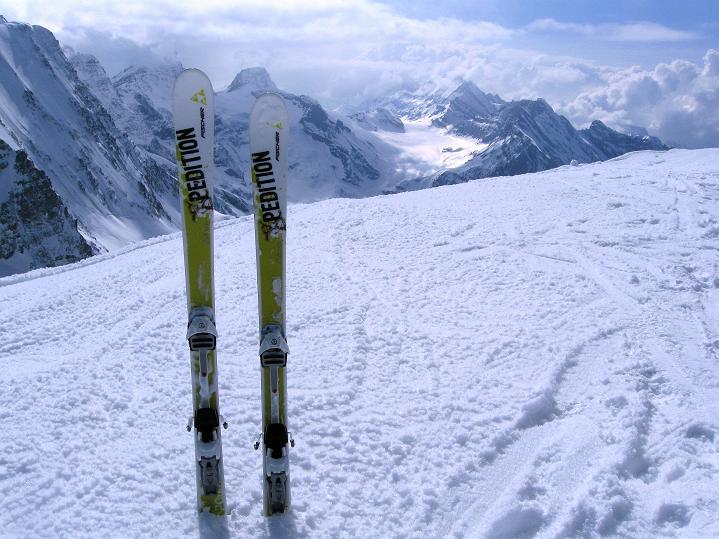 Foto: Andreas Koller / Ski Tour / Berner Alpen Durchquerung 1: Louwihorn (3777m) / 16.04.2009 22:49:10