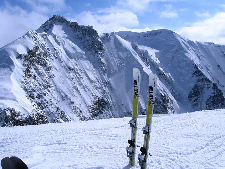 Foto: Andreas Koller / Ski Tour / Berner Alpen Durchquerung 1: Louwihorn (3777m) / 16.04.2009 22:48:17