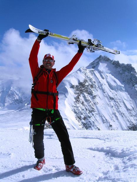 Foto: Andreas Koller / Ski Tour / Berner Alpen Durchquerung 1: Louwihorn (3777m) / 16.04.2009 22:48:09